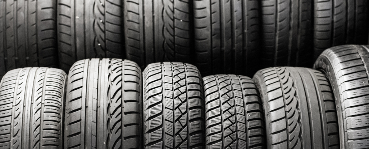 Yes, these are not motorcycle tyres. But the picture is nice so here we are.